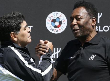 Maradona y Pelé dei Thegiornalisti: Tommaso Paradiso tifa Lazio VIDEO