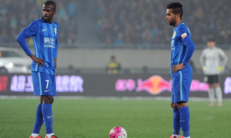 Inter, solo uno fra Ramires e Alex Teixeira