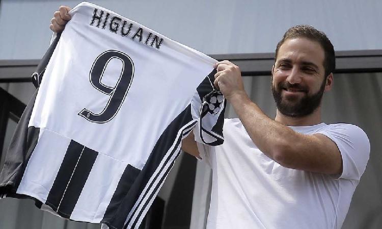 Storie di mercato, Higuain alla Juve: tutta colpa di Ausilio, l'obiettivo era Icardi