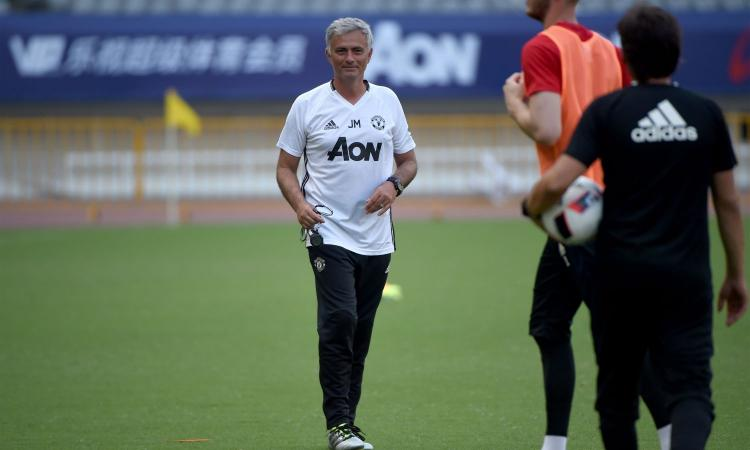 Manchester United, Mourinho accoglie Pogba: 'Finalmente, è fantastico' VIDEO