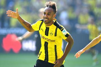 Aubameyang Borussia Dortmund esulta