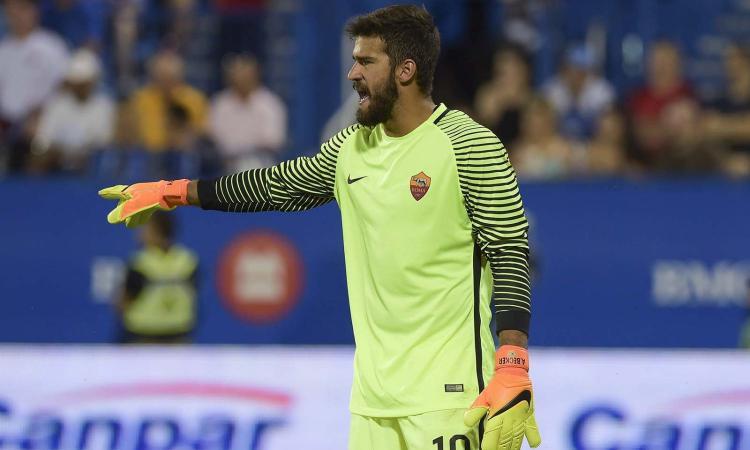 Roma, Alisson: 'Ci snobbano ma puntiamo allo scudetto: pronti per il Napoli'