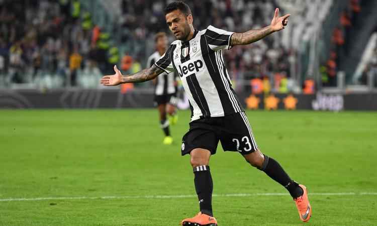Juve, Dani Alves sempre decisivo: la Premier League bussa, ma... VIDEO