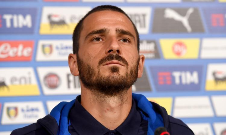 Bonucci e i tifosi albanesi: gli gridano 'Forza Juve' e lui... VIDEO