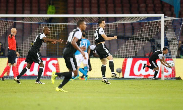 Il Besiktas e l'arbitro stendono 3-2 il Napoli. Terza sconfitta di fila: è crisi