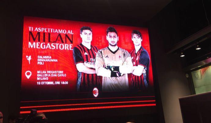 Milan: Donnarumma e Poli incotrano i tifosi FOTO e VIDEO