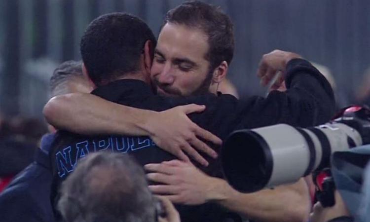 Chelsea, Sarri firma la clausola anti-big del Napoli e aspetta Higuain a Londra