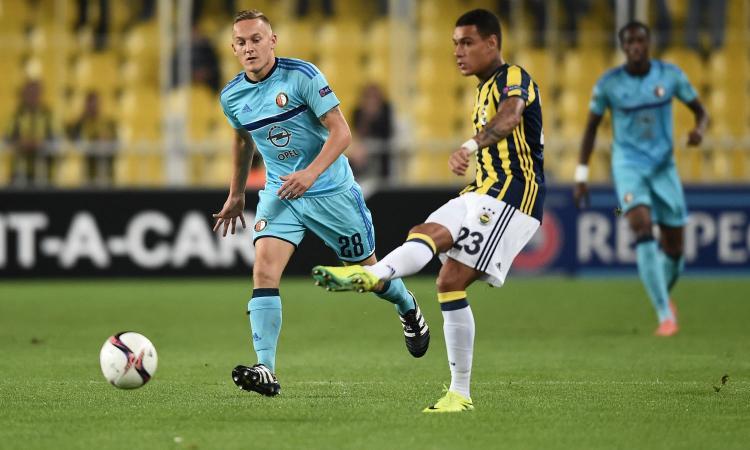 Fenerbahçe: van der Wiel può tornare in Olanda