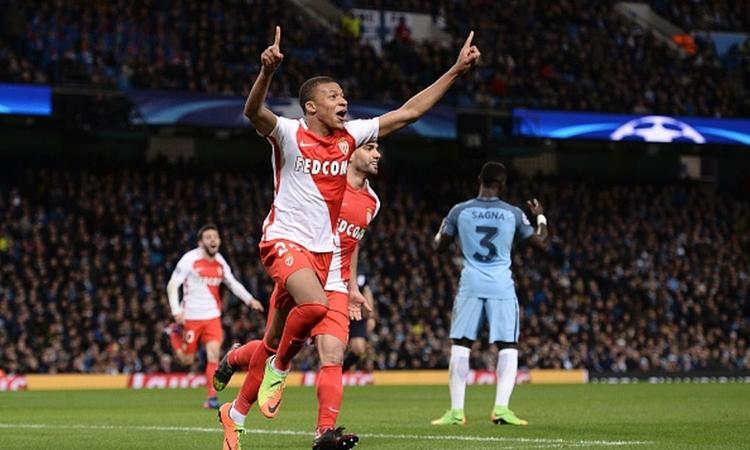 Monaco, Mbappé: 'Sono straordinari quelli che fanno 60 gol, non io. Futuro? Non ci penso'
