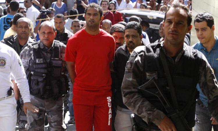 Trafficanti, incendiari, ladri e pirati: i fuorilegge del calcio. Li riconosci?