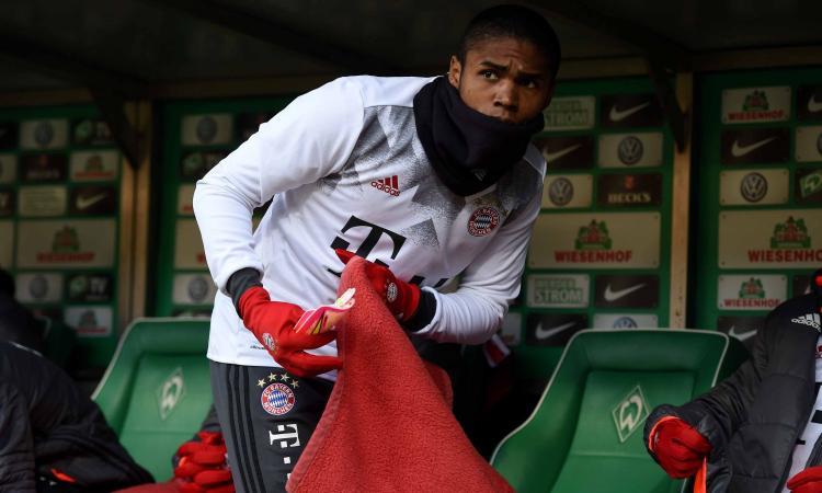 Douglas Costa 'esulta' per la vittoria della Juve in Champions, indizio di mercato?