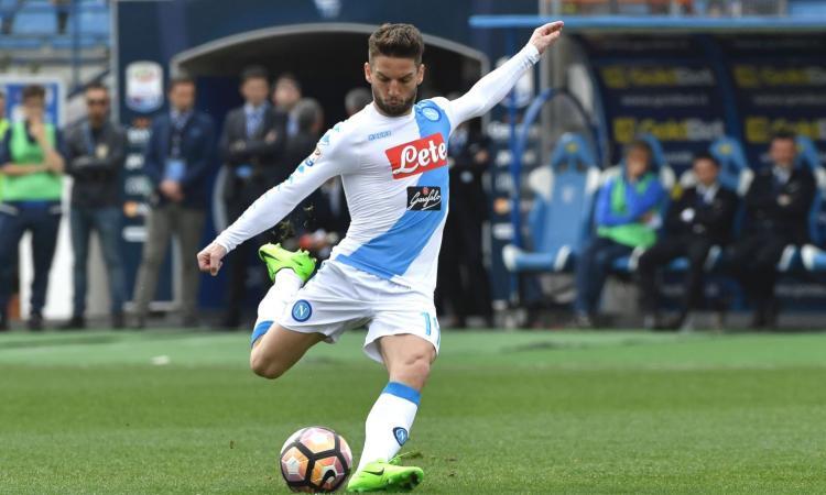 Napoli, dopo l'Empoli tocca a Tonelli: è lui la nuova vittima di Mertens