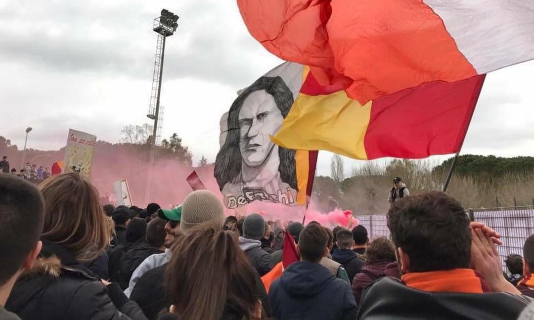 Tifosi a Trigoria: questo sì che è amore per la Roma