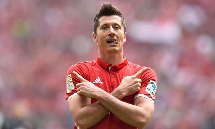 Bayern: calcio balilla per Lahm e Lewandowski VIDEO