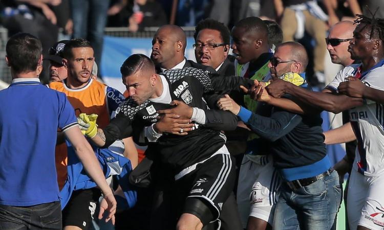 Violenze contro il Lione, sollievo Bastia: stadio chiuso fino al 4 maggio, gare in campo neutro e a porte chiuse