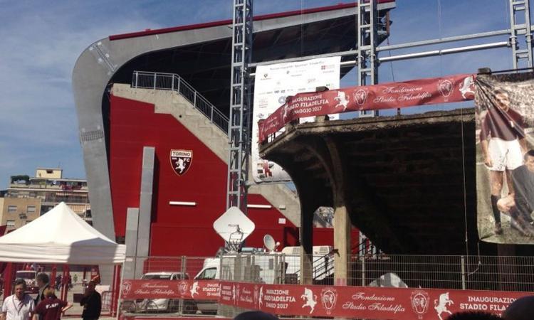 Torino, i tifosi contestano squadra e dirigenza: 'Chiacchiere e illusioni, ci siamo rotti i c...'