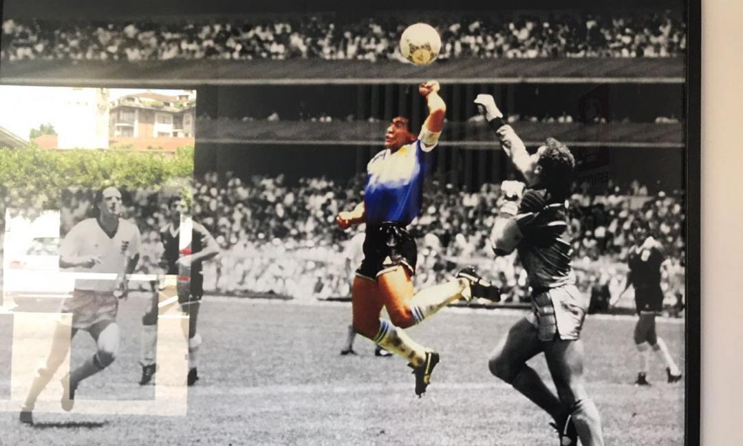 34 anni fa, la mano de Dios: l'istantanea del campione