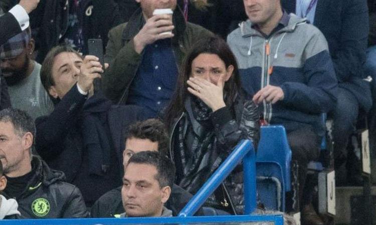 Inter, la moglie di Conte: 'Busta con proiettile a noi? Bufala. In Italia siamo messi male'. Ma la Procura di Milano...