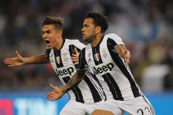 Dani Alves Dybala Esultanza Juventus 2017
