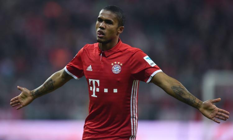 Bayern Monaco, è sfida Inter-Juve per Douglas Costa