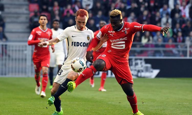 Siviglia, tre club di Ligue 1 su un difensore