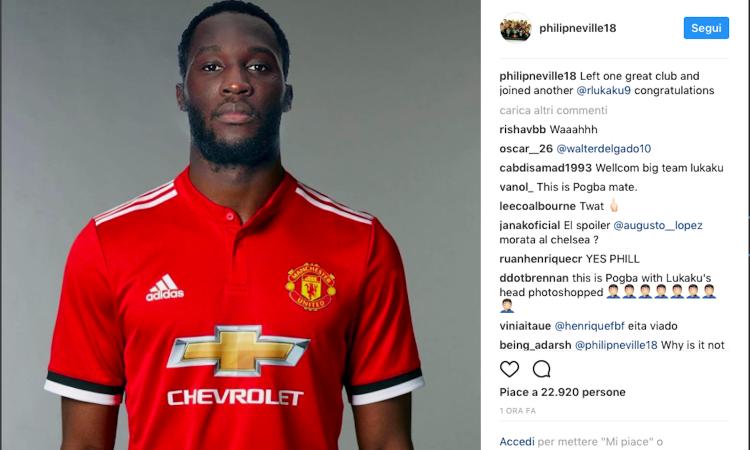 Manchester United, Phil Neville 'annuncia' l'arrivo di Lukaku FOTO