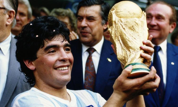 Maradona: il Napoli, l'Argentina, i successi e le cadute, tutti i momenti della vita di una leggenda FOTO