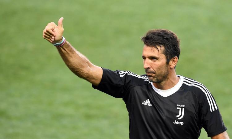Juve, Buffon: 'Nessuno merita la maglia numero 10 più di Dybala' VIDEO