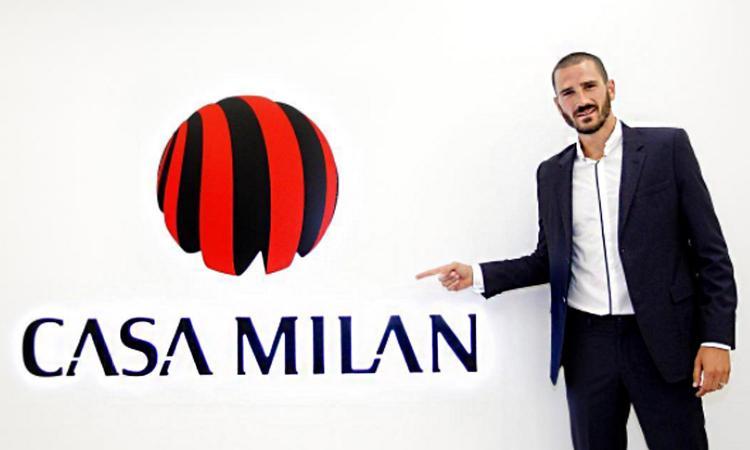 Bonucci visita il museo del Milan: fermata nella sala dei trofei e alla maglia di Baresi