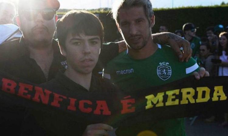 Sporting Lisbona, bufera su Coentrao: Foto con la sciarpa 'Benfica m...'