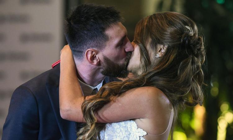 Barcellona, chiude il negozio delle mogli di Messi e Suarez