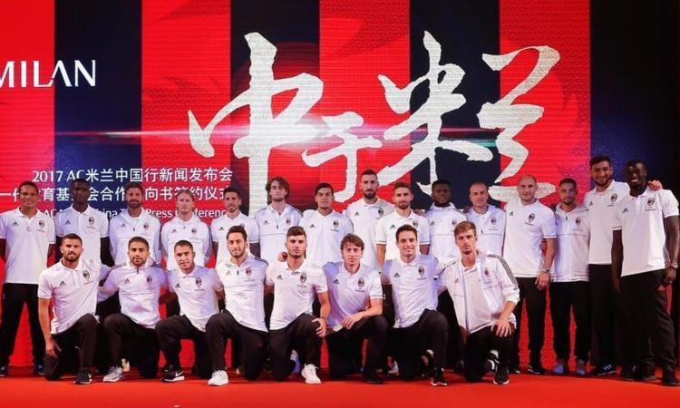 Milan, foto di gruppo in Cina