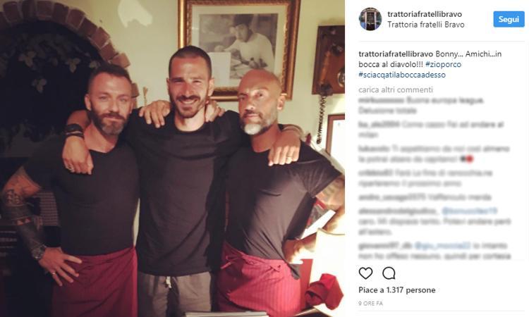 Juve, altro indizio social per l'addio di Bonucci. Dal suo ristorante preferito un augurio: 'In bocca al diavolo' FOTO