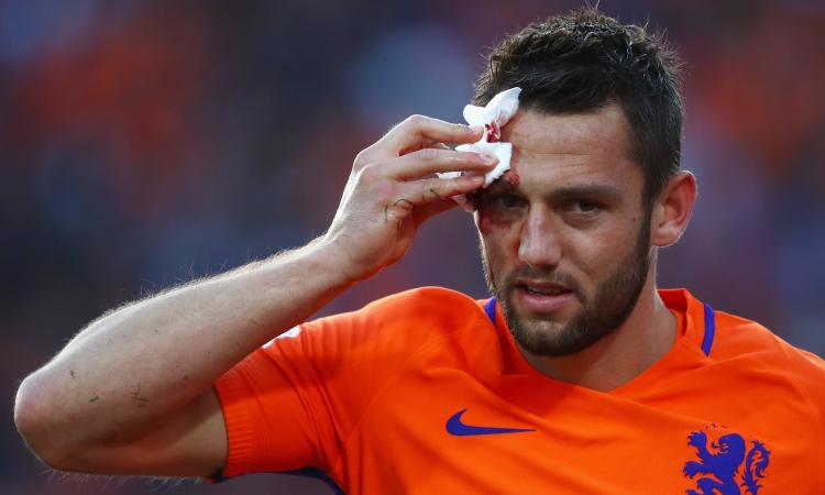 Gullit: 'de Vrij aveva detto che non poteva giocare, l'hanno rattoppato'