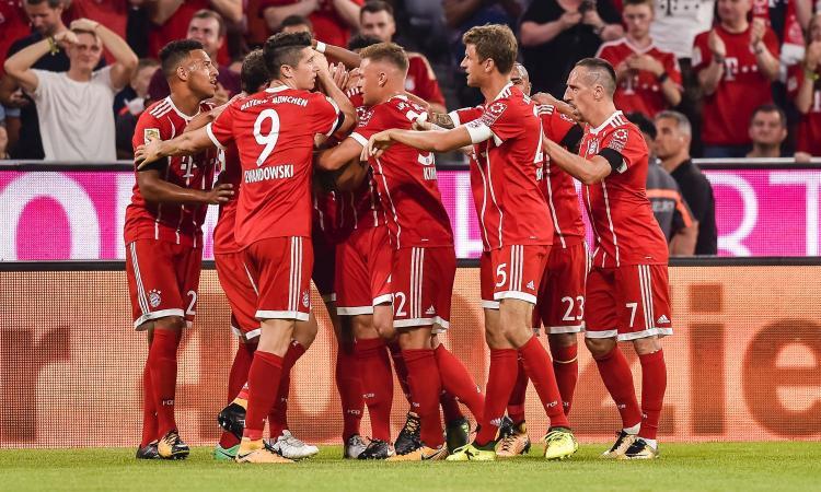 Bundesliga: tris del Bayern al Leverkusen, assegnato un rigore col VAR