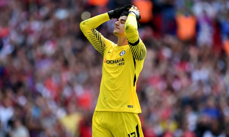 Chelsea: Courtois difende Conte