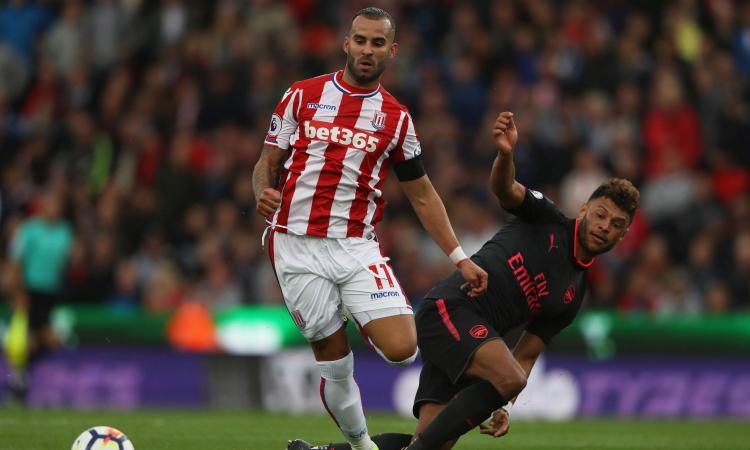 Arsenal 'derubato', la polizia di Stoke sfotte: 'Stiamo ancora cercando Ozil'