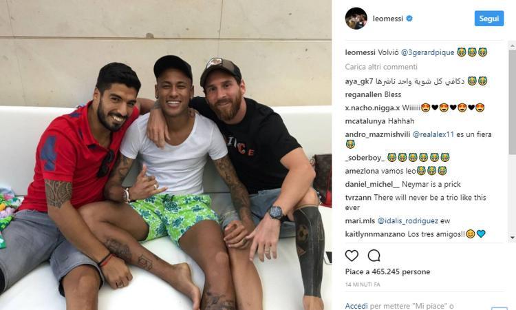 Neymar a Barcellona, Messi prende in giro Piqué: 'È tornato!'