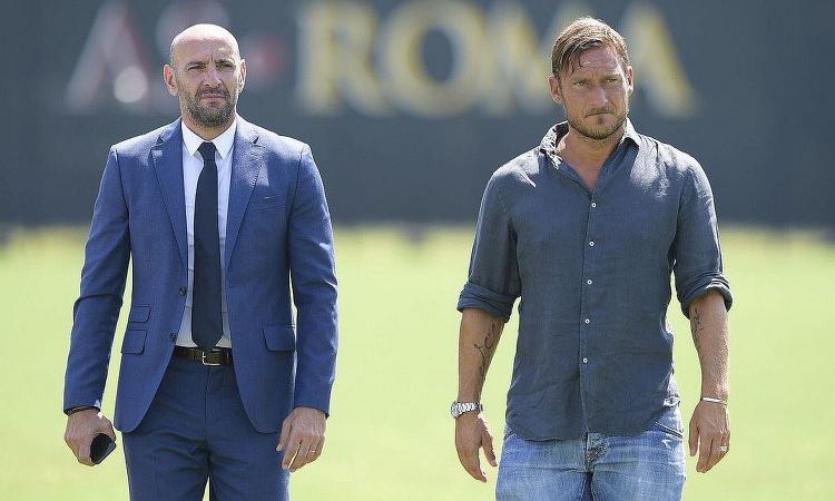Roma, c'è un Totti gigante nella sede Uefa