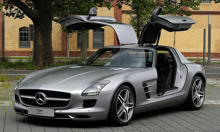 PIT STOP: non solo CR7! Ecco le auto più costose dei calciatori FOTO