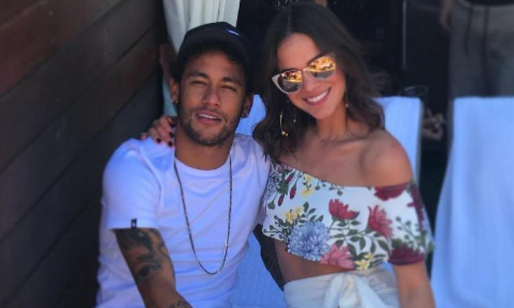 Bruna, cuore tatuato per Neymar? VIDEO