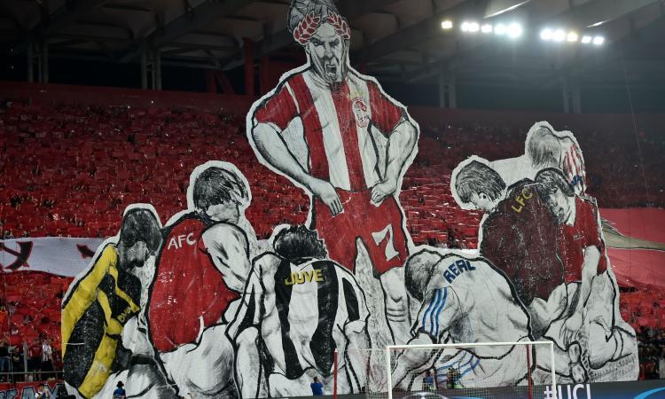 Olympiakos, anche la Juve si inchina... nella coreografia FOTO