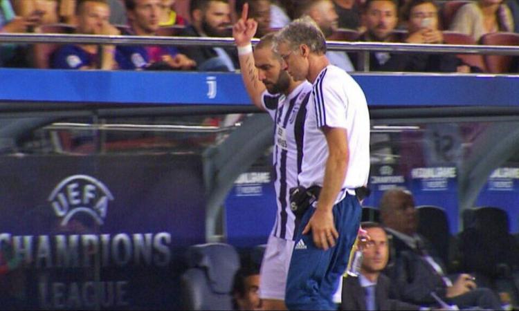 Dito medio ai tifosi, Higuain si salva: 'Nessun provvedimento disciplinare'