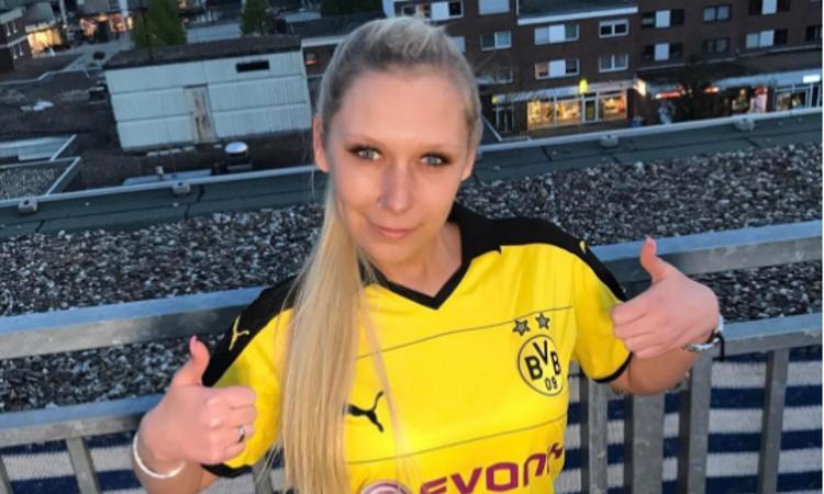 Germania, squadra sponsorizzata da una pornostar: 'Eccitante!' FOTO e VIDEO