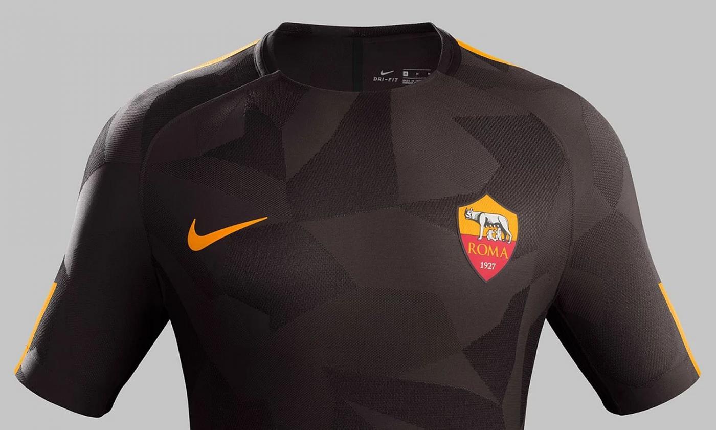 Roma, UFFICIALE: presentata la terza maglia. È nera camouflage ...