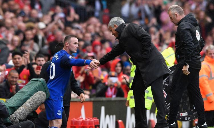 Man United, poker all'Everton e primo posto. L'applauso a Rooney è da brividi