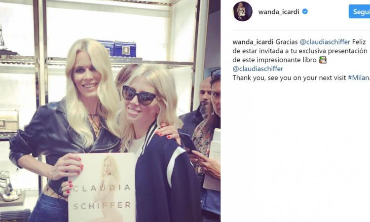 Wanda Nara regala la maglia dell'Inter di Icardi a Claudia Schiffer: 'Grazie, ma che cosa è?' VIDEO