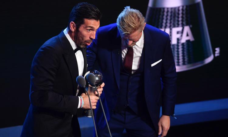 Fifa The Best, Buffon parla in inglese dopo la premiazione. E la platea scoppia a ridere