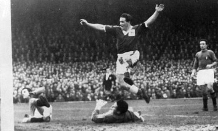 1958, il Mondiale mancato dall'Italia: una Nazionale povera finisce nel fango