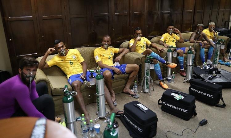Brasile, bombole d'ossigeno dopo il match contro la Bolivia